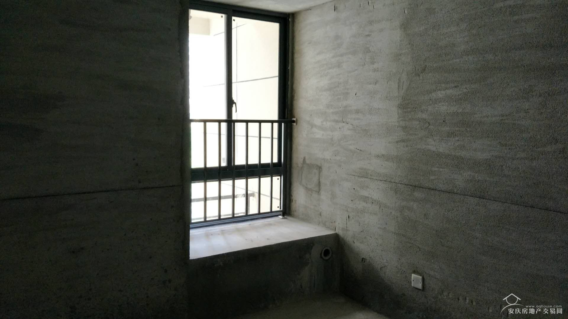 绿地四期+104平三房无浪费空间+楼距大+采光好+性价比高