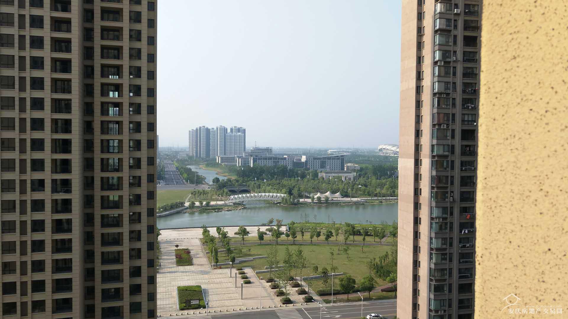 绿地四期+16楼111平毛坯大三房+新河公园+户型正气