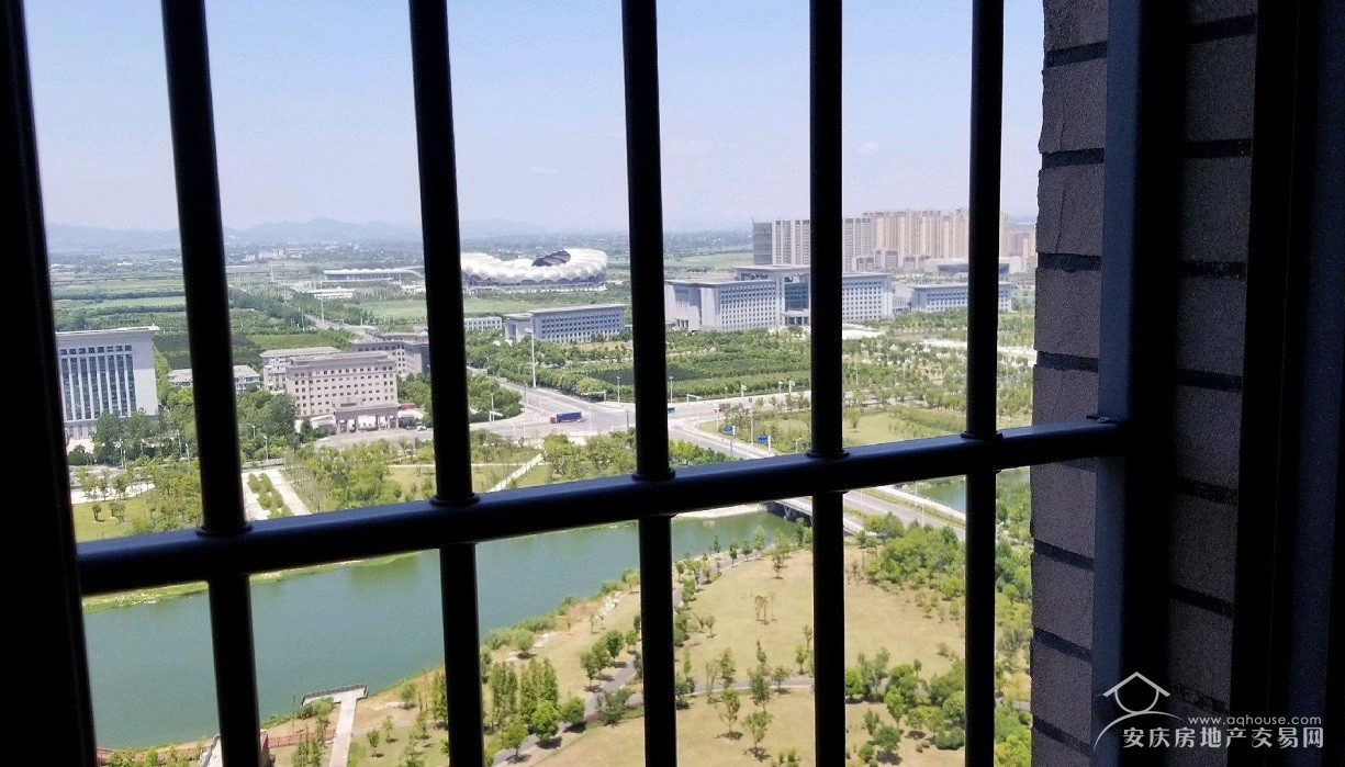 绿地二期+顶层东边户120平精装大三房+证满两年+拎包入住