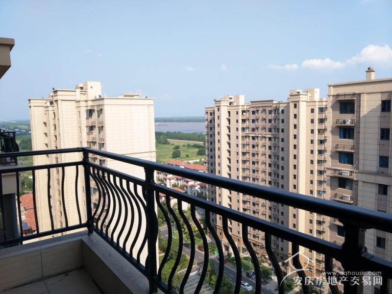 碧桂园钻石郡 18楼顶层122平精装大三房 随时看房