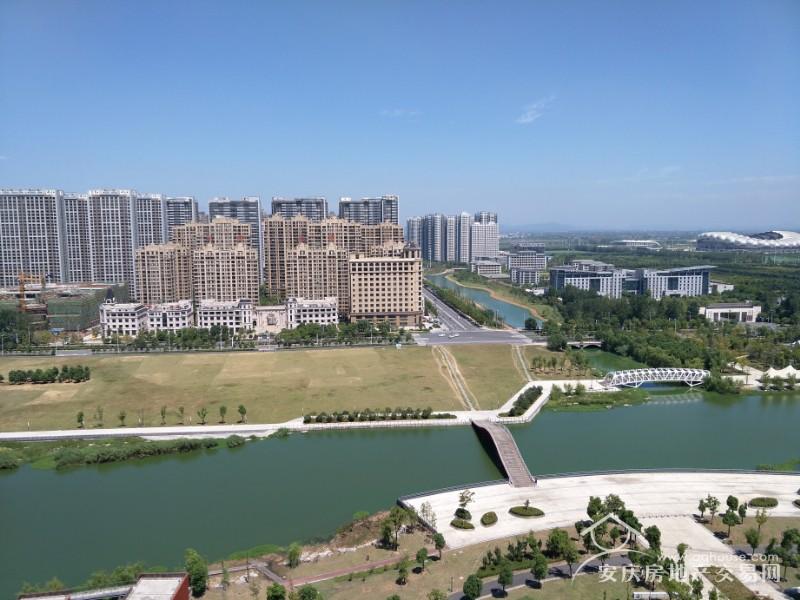 新河公园 绿地四期 25楼106平毛坯三房 带储藏室