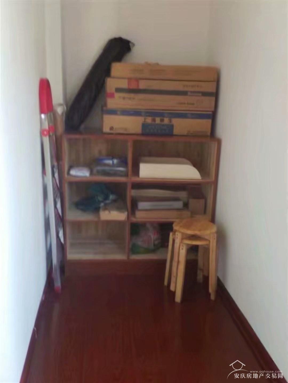 出售:此房采光好房间宽敞通风佳。交通方便小区环境优美停车方便