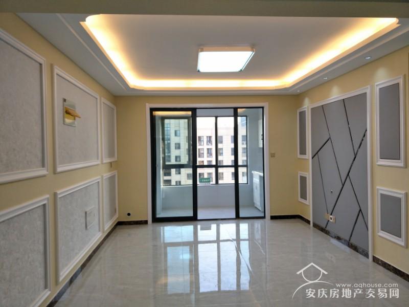 绿地四期 33层108平豪华装修三房  全新未住 无浪费面积