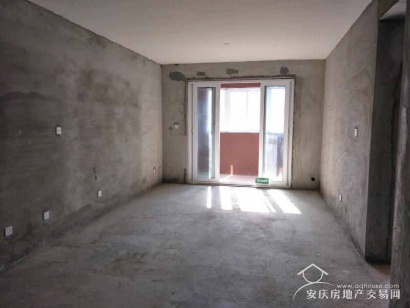 大发四期 高层106平南北通透三房 送车位 毛坯纯新房