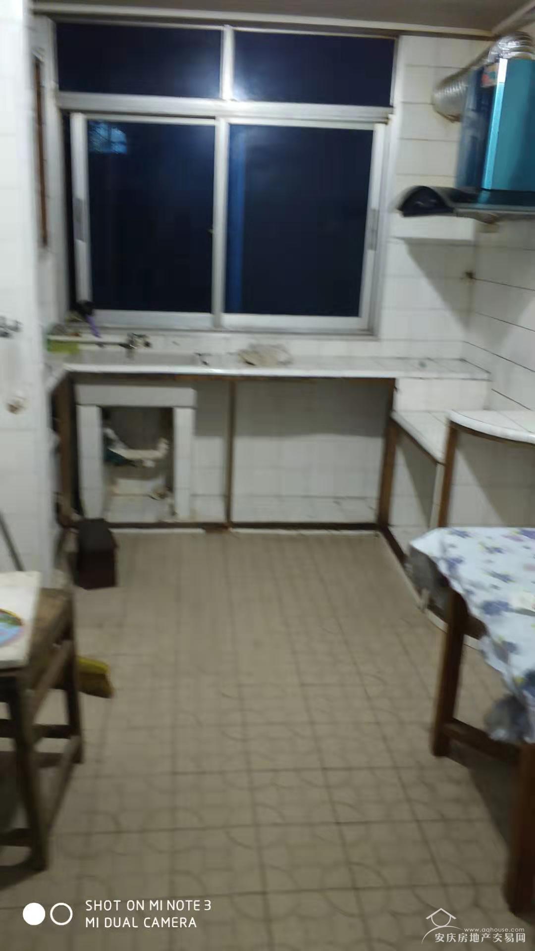 菱南公寓三楼精装房二室一厅900/月