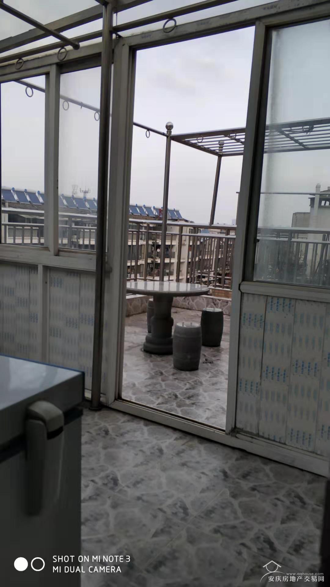弘信花园精装房四室二厅三卫带大平台190平方.139万