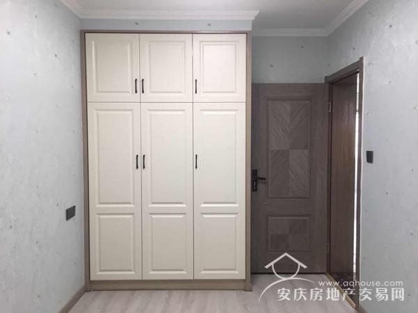新义街2室1厅 77.8万 高装69平