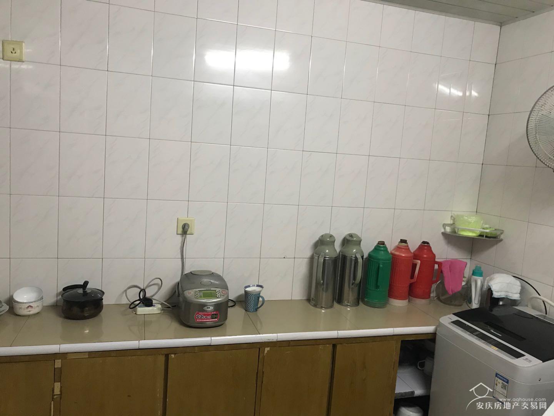 滨江苑双学区两房出售, 好楼层,可看长江,视野开阔