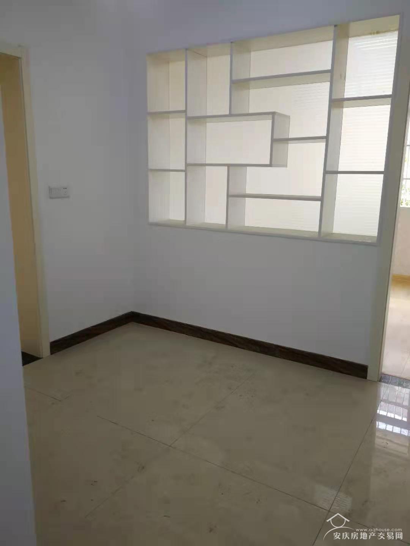 龙山路与孝肃路交叉路口三楼二室一厅43万出售